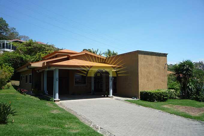 Impresionante casa con gran terreno en San Rafael de Escazú