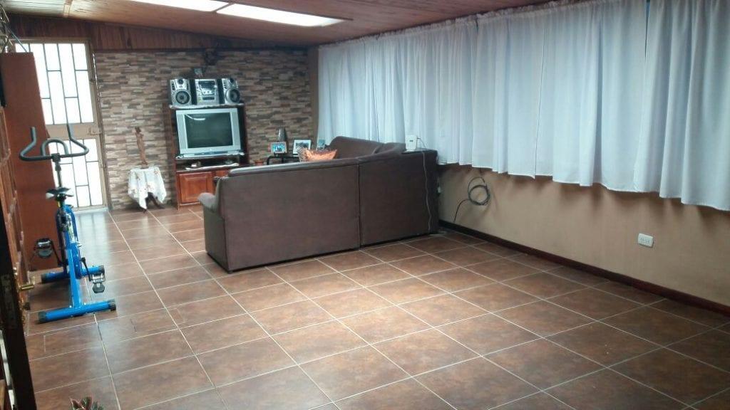 Venta de hermosa casa en Higuito de Desamparados