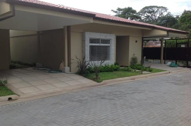 Amplia y confortable casa con Linea Blanca, en Santa Ana. (LG)