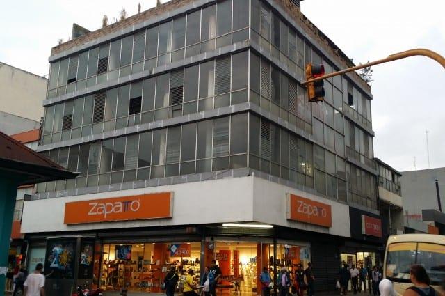 Edificio en venta, con Locales comerciales en San Jose Centro.