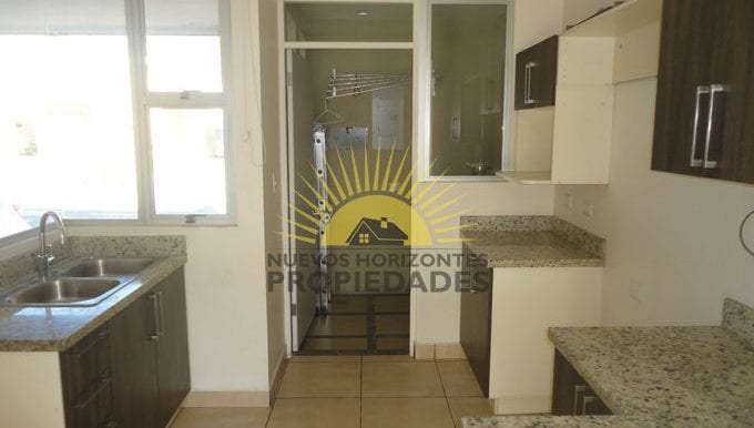 007-cocina-453-nuevos_horizontespropiedades-san_pablo-heredia-sevende-casa_jpg