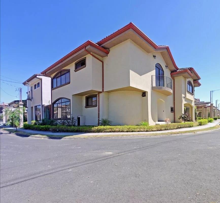 Casa grande en Cartago