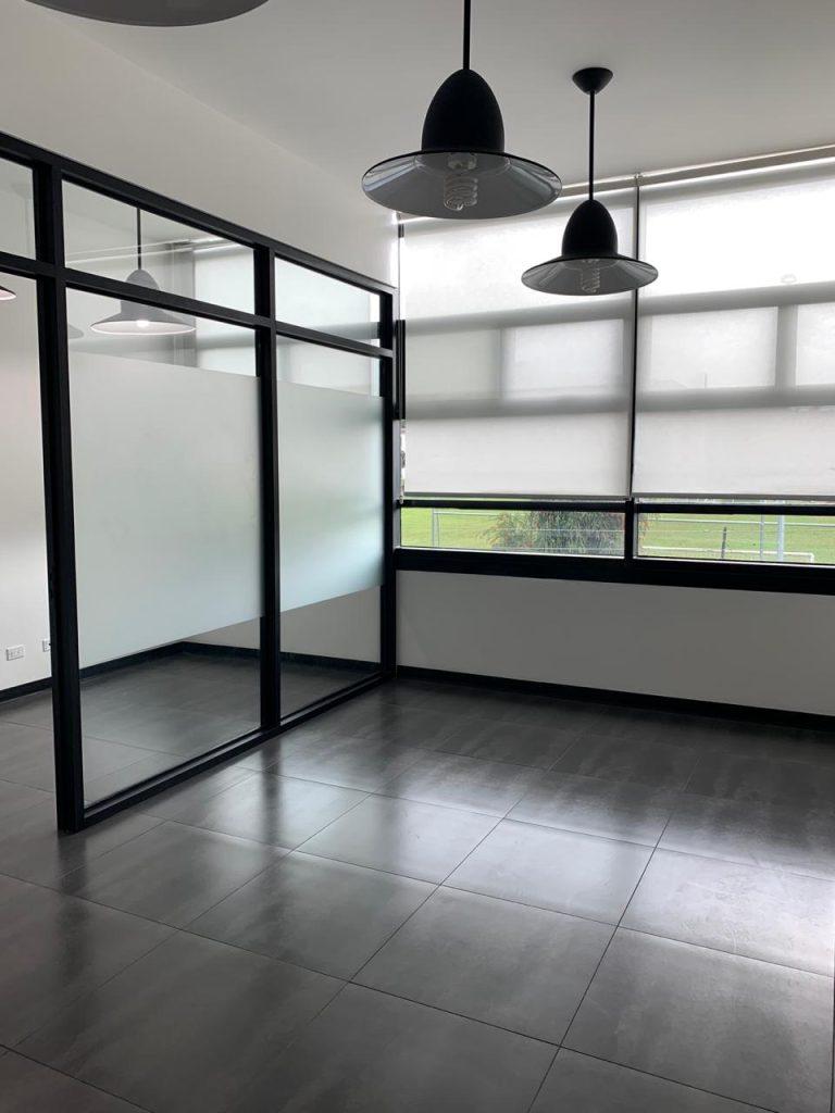 Se alquila oficina en Centro Corporativo en San Rafael de Escazú
