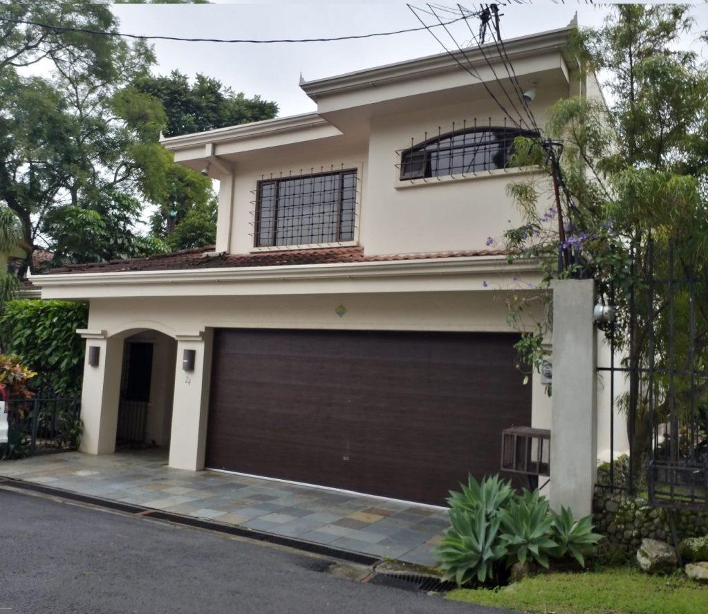 Vendo Amplia Casa de residencial en Sn Rafael de Escazú