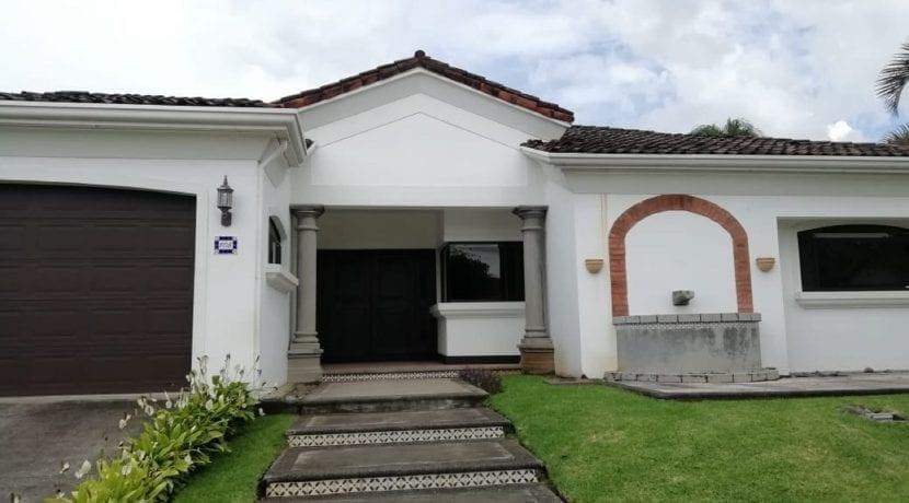 Venta Casa Lindora10